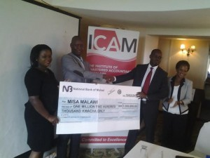 MISA-Malawi-Chairperson-Thom-Khanje-receiving-a-dummy-cheque-from-ICAM-600x450